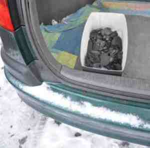 Autos im Winter ohne Feuchte: Holzkohle hilft